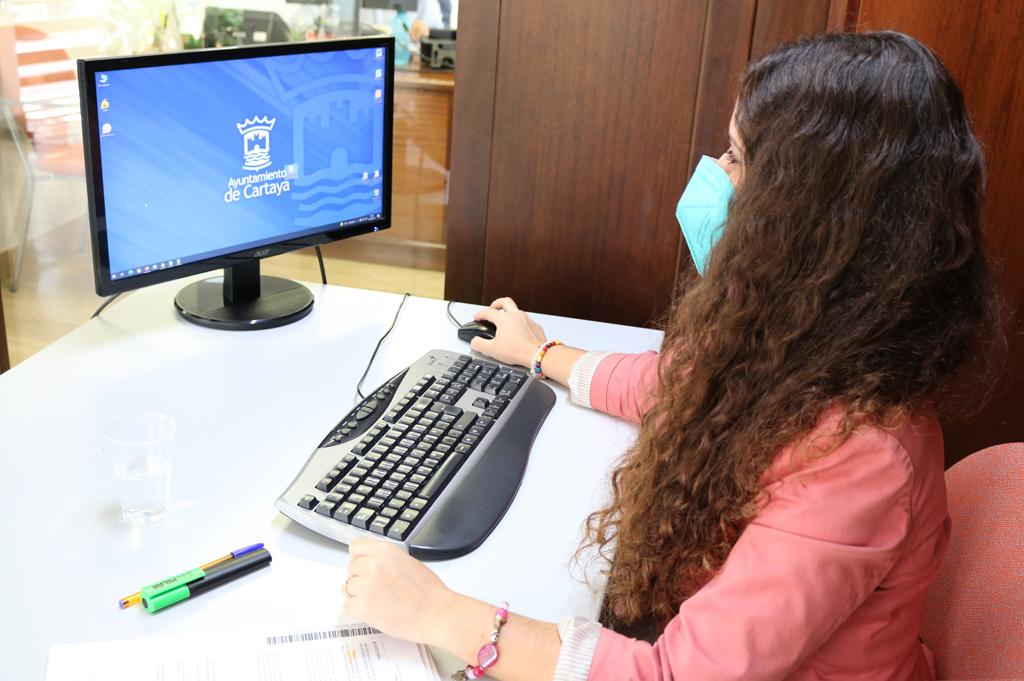 El Ayuntamiento de Cartaya favorece la formación y la empleabilidad de los jóvenes con nuevas becas formativas
